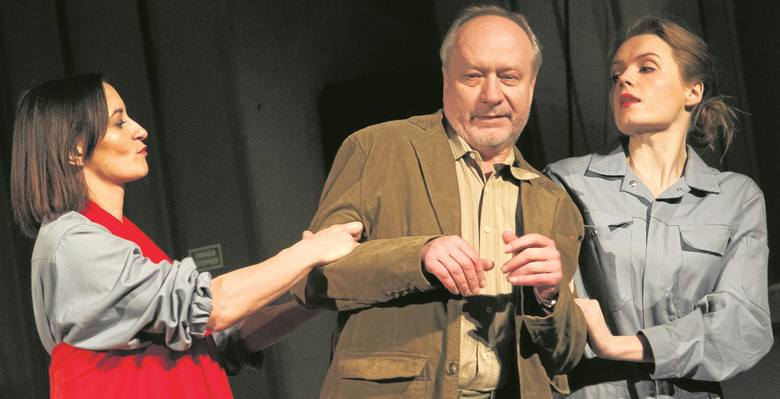 """Karolina Miłkowska-Prorok, Krzysztof Tuchalski i Joanna Ginda w spektaklu Teatru Osterwy """"Stilon - najlepszy ze światów""""."""