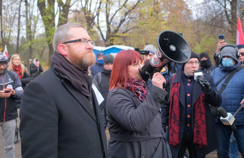 Marsz o Wolność. Manifestacja antycovidowców w Warszawie. Wśród nich m.in. Grzegorz Braun z Konfederacji