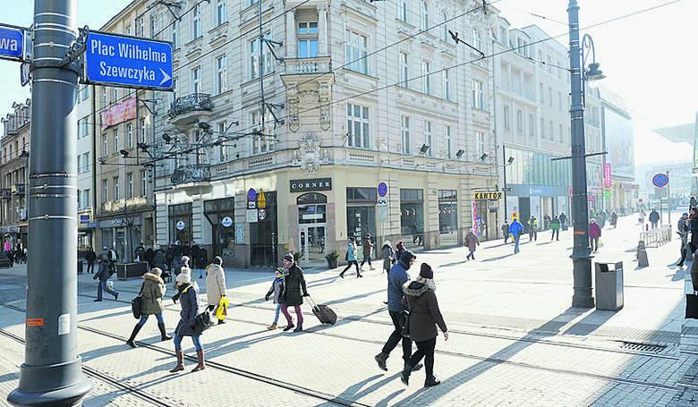 Plac Szewczyka w Katowicach i Rondo Gierka w Sosnowcu czekają na decyzję sądu. Tabliczek z nowymi nazwami nie ma