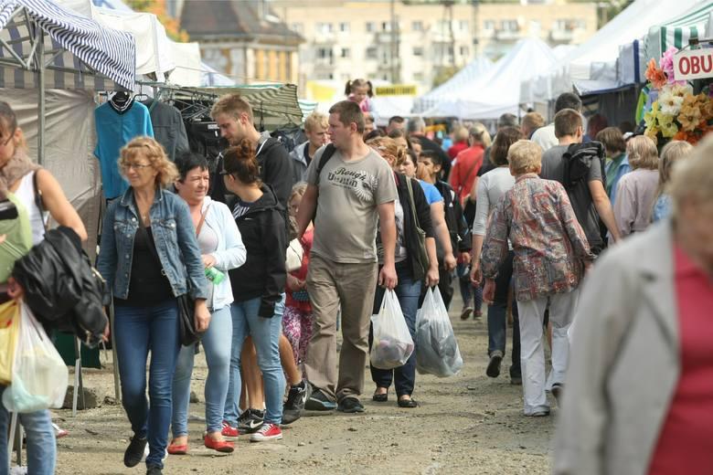 Targowisko na Świebodzkim odwiedzają tłumy mieszkańców Wrocławia