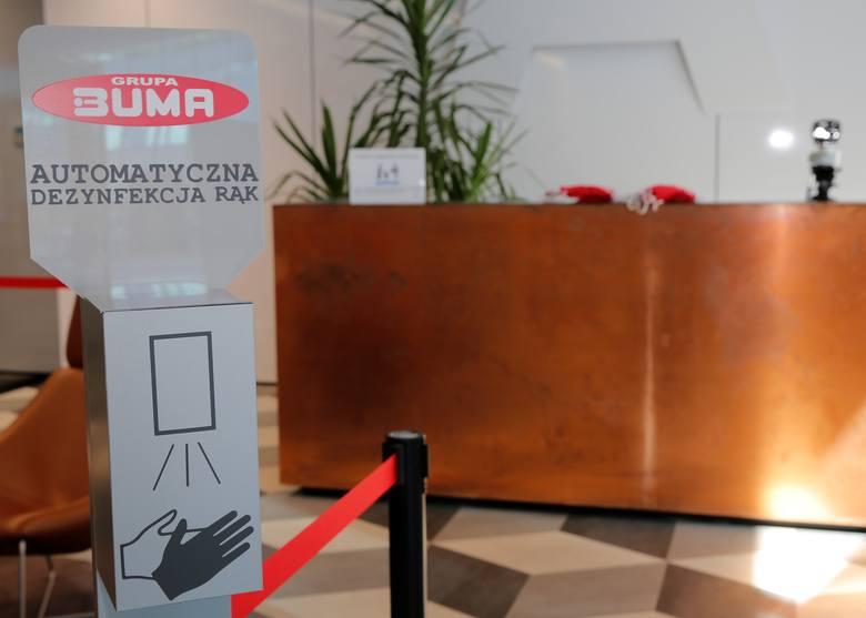 Grupa Buma zakupiła m.in. kamery termowizyjne, za pomocą których wszyscy wchodzący do budynku mają możliwość sprawdzenia temperatury ciała. Pierwsze