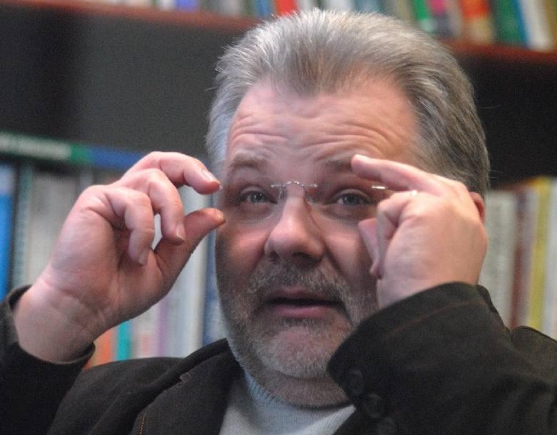 ZBIGNIEW IZDEBSKI. Ma 53 lata, urodził się w Żarach. Seksuolog, specjalista w zakresie poradnictwa rodzinnego, doktor habilitowany, profesor Uniwersytetu