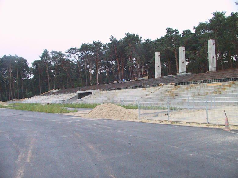 To już prawie 18 lat. Tyle minęło od otwarcia stadionu w Kozienicach. Gdy w 2004 obiekt otwierano, był to jeden z najnowocześniejszych stadionów w Polsce