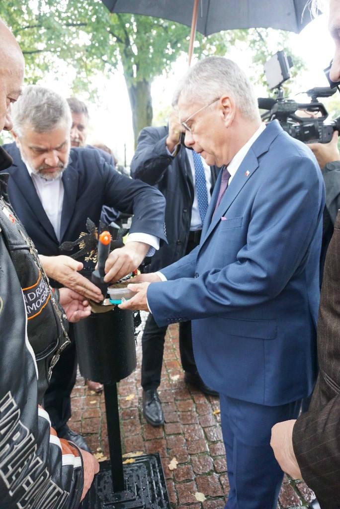 W Kowalewie Pomorskim odbyła się uroczystość przekazania ziemi katyńskiej i smoleńskiej przez uczestników Rajdu Katyńskiego