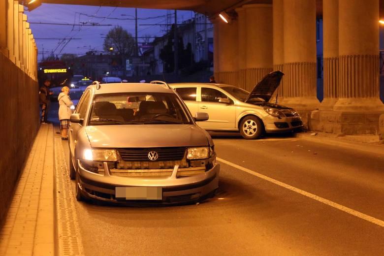 W ramach polisy autocasco ubezpieczyciel przede wszystkim pokrywa koszty naprawy własnego samochodu spowodowane kolizją, czy wypadkiem. Zakres ubezpieczenia