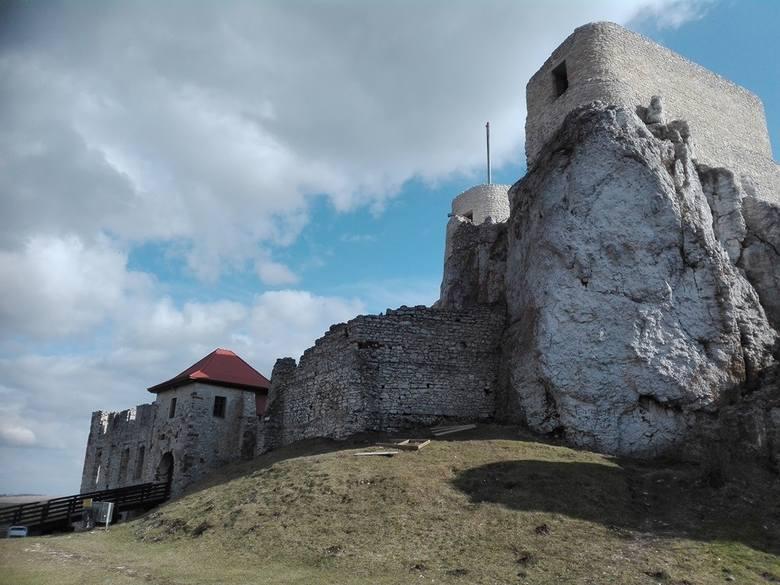 Kategoria: Atrakcje turystyczneZamek RabsztynZa Olkuszem, na wysokiej wapiennej skale wznoszą się ruiny zamku Rabsztyn. Jego nazwa wywodzi się z niemieckiego