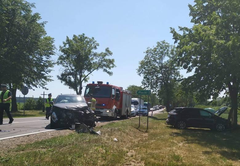 Ploski. Wypadek na DK 19. Zderzyły się trzy osobówki i tir (zdjęcia)