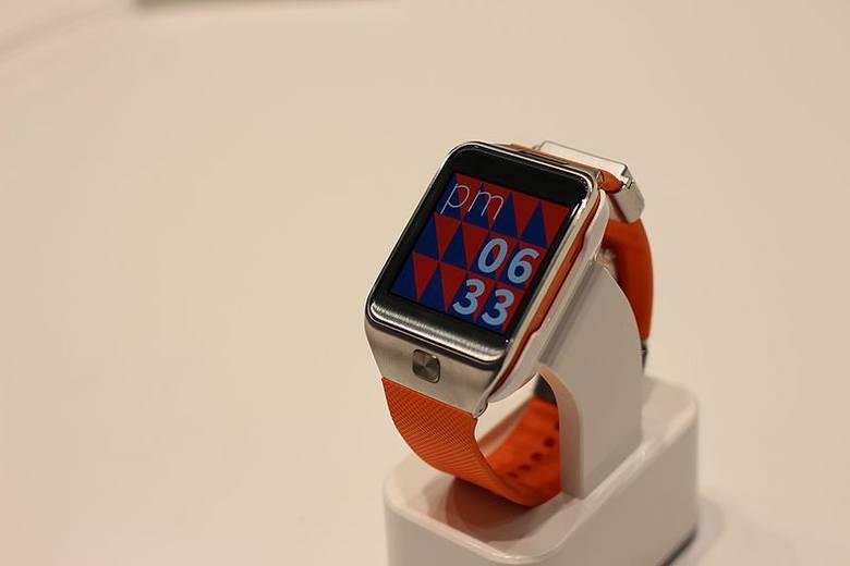 Urządzenia elektroniczne z wbudowanym zegarem powinny automatycznie zmienić czas z letniego na zimowy.