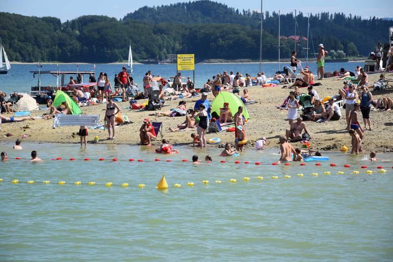Jako że pogoda dopisuje, plaże nad Jeziorem Solińskim są dosłownie oblegane przez amatorów wodnej rekreacji