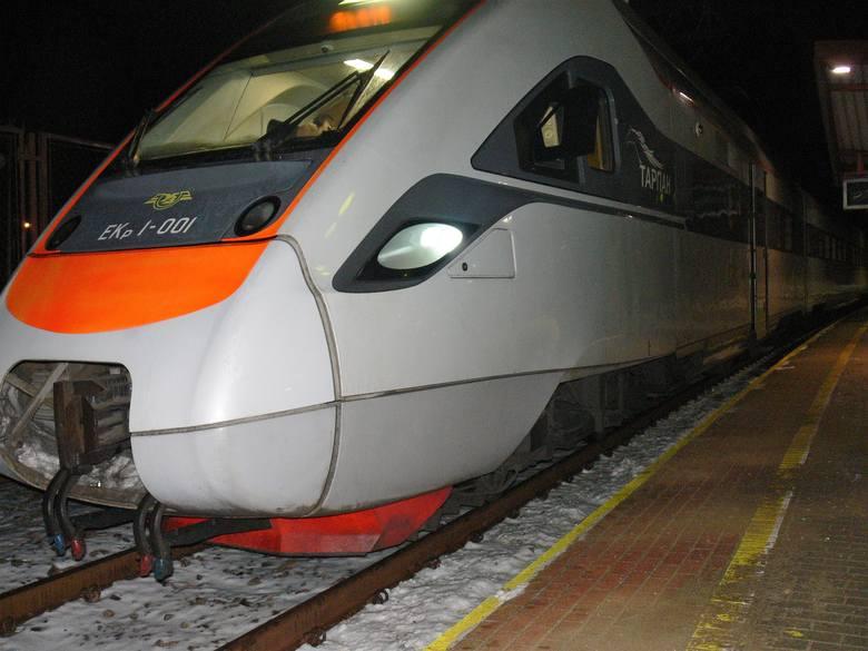 Nocne testy w Przemyślu pociągu relacji Kijów - Przemyśl. Odbyły się w miniony weekend. Nz. skład Tarpan.