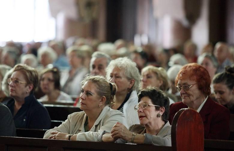 Tłumy wiernych na spotkaniu z Floribeth Mora Diaz
