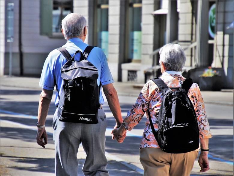 <strong>Centrum Integracji Aktywnych Seniorów – comiesięczne spotkania tematyczne (Dom Pomocy Społecznej, ul. Nowobielańska)</strong><br /> Organizacja comiesięcznych spotkań dla mieszkańców miasta ze szczególnym uwzględnieniem potrzeb osób starszych i niepełnosprawnych. Zakup mat do ćwiczeń, kijków do...