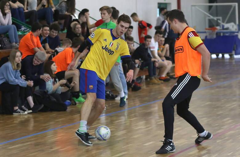 W VI Liceum Ogólnokształcącym imienia Juliusza Słowackiego w Kielcach odbyła się czwarta edycja Charytatywnego Turnieju Piłki Nożnej na rzecz hospicjum