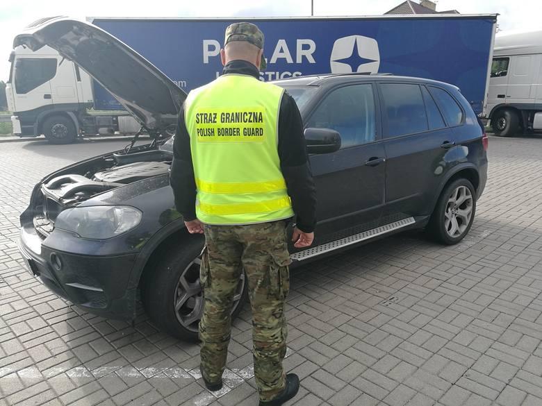 Pogranicznicy odzyskali kradzione bmw o szacunkowej wartości 100 tys. zł. Zatrzymano kierowcę, poszukiwanego przez polski wymiar sprawiedliwości.