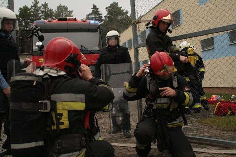 Strażacy ćwiczyli w zakładzie karnym w Krzywańcu