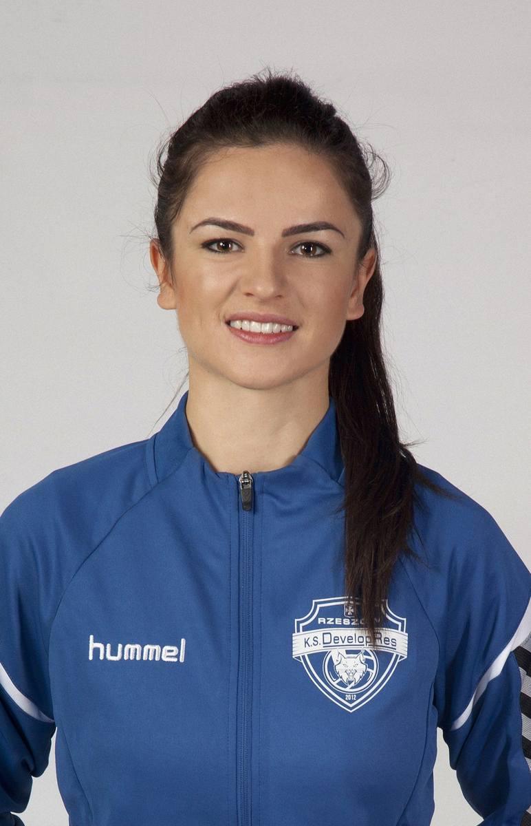 Po zakończeniu kariery siatkarskiej została kierownikiem drużyny i jest w Developresie do dziś.