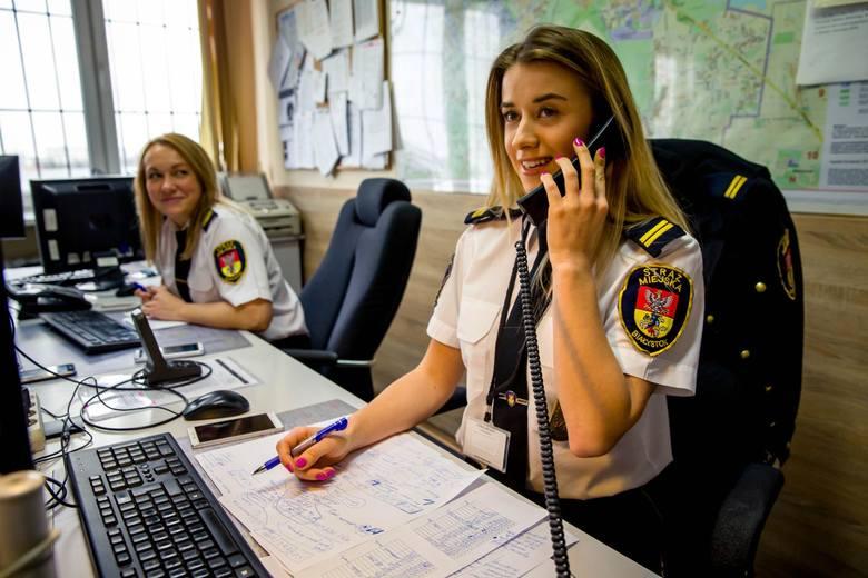 Praca w służbach mundurowych coraz częściej przyciąga przedstawicielki płci pięknej. W policji, straży miejskiej czy granicznej jest ich coraz więcej.