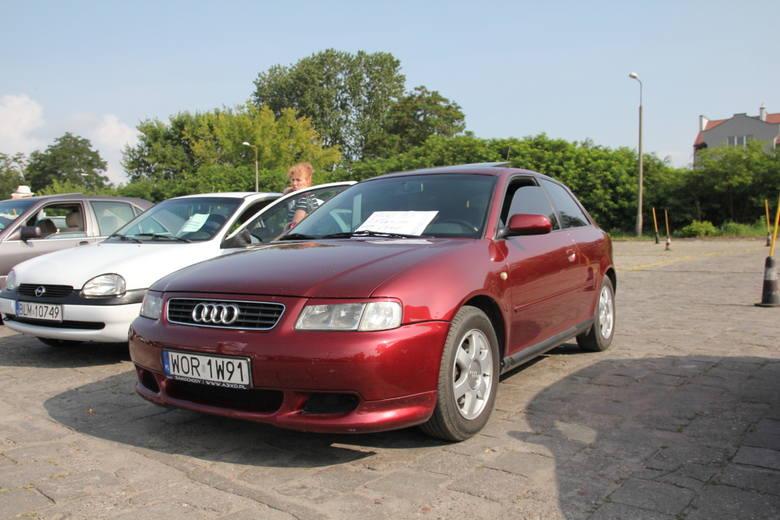 Audi A3, 1999 r., 1,8 + gaz, ABS, centralny zamek, elektryczne szyby i lusterka, komputer pokładowy, wspomaganie kierownicy, 8 tys. 500 zł;