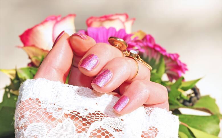 Modny letni manicure 2021. Zobacz jakie trendy będą obowiązywały tego lata. Radomskie manicurzystki chwalą się swoimi pracami na Instagramie. Zobacz