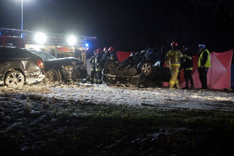 W niedzielę (5 maja) około godziny 21:30 doszło do tragicznego wypadku na drodze krajowej numer 6 w okolicy Reblina. Zderzyły się trzy samochody. Nie