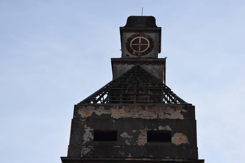 Przed weekendem wieżyczka w dawnej fabryce nici Odra jeszcze była.