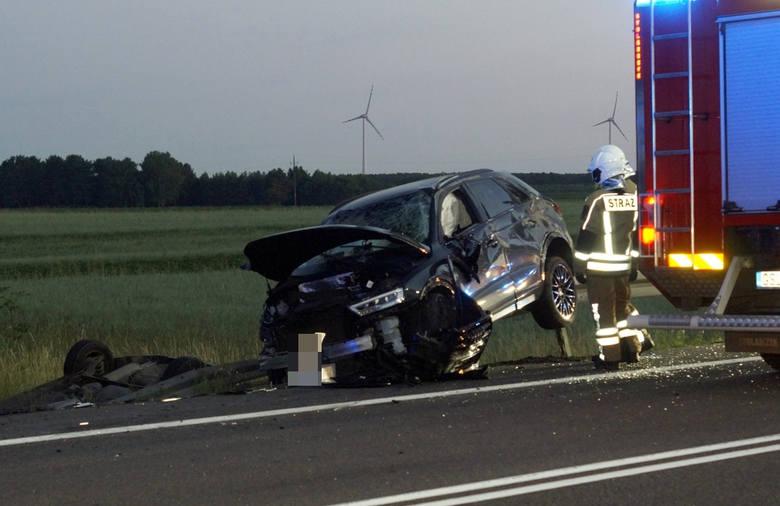W piątek wieczorem w miejscowości Chlewnica (droga krajowa nr 6) doszło do bardzo groźnego zderzenia dwóch samochodów osobowych. Kierujący audi wykonywał
