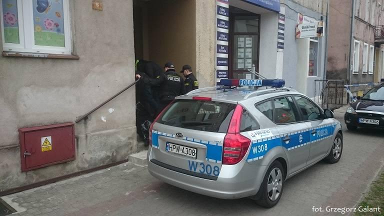 Zwłoki znaleziono w budynku przy ul. 1 Maja w Białogardzie.