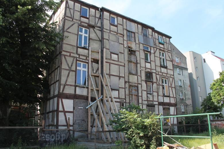 Kamienica przy ulicy bydgoskiej 50-52 powstała na przełomie XIX i XX wieku. Do rejestru zabytków trafiła w roku 1983