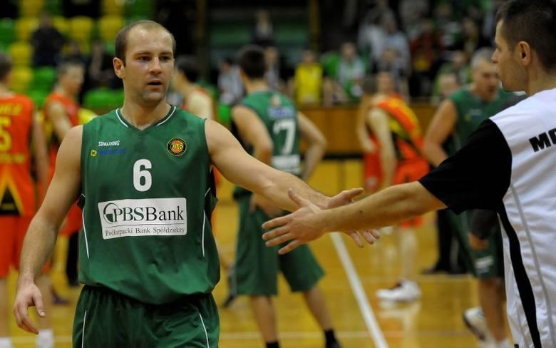 Krośnianie nie zamierzają zwalniać tempa. Nz. Dariusz Oczkowicz przybija piątkę Michałowi Baranowi.