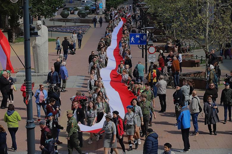 Dzień Flagi Rzeczypospolitej Polskiej oficjalnie uznany jako święto od 2004 roku. Przy przepięknej majowej pogodzie tysiące łodzian wzięło udział w przepięknych
