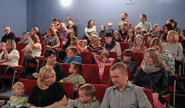W bajce dla milusińskich występują: Marcel Dykalski, Paweł Gołębiewski, Klaudia Piątkowska, Joanna Sucharska i Natalia Wasiewska.Scenariusz, lalki i