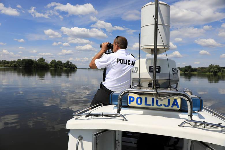 Wciąż nie odnaleziono mężczyzny, który w sobotę pijany wskoczył do Wisły w miejscowości Włęcz. Akcja poszukiwawcza trwa.Przypomnijmy, od soboty (7 lipca)