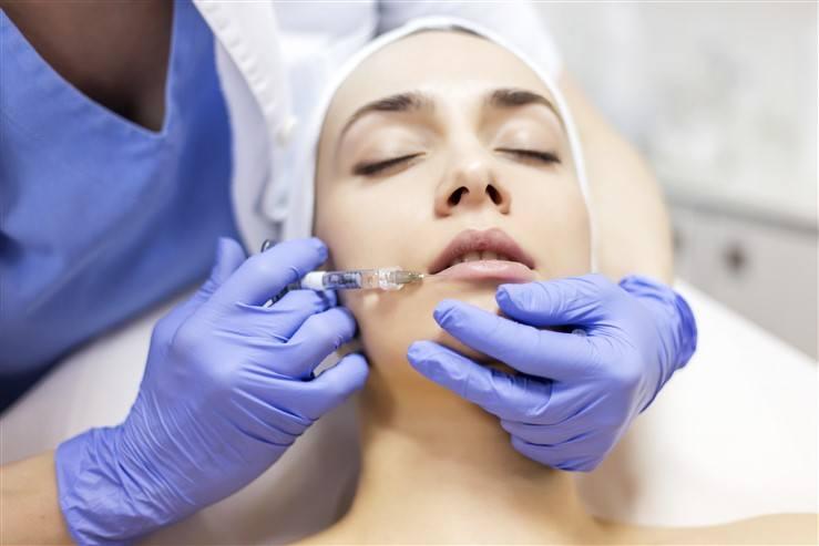 18-latka marząca o wygładzaniu kurzych zmarszczek u chirurga plastycznego to wcale nie jest rzadkość. Specjaliści w Kujawsko-Pomorskiem przyznają, że