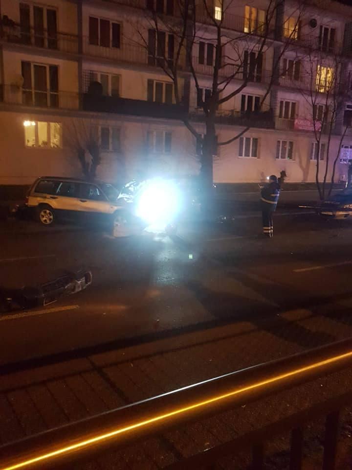 Wypadek na al. Piłsudskiego. Zderzyły się trzy samochody, cztery osoby zostały ranne