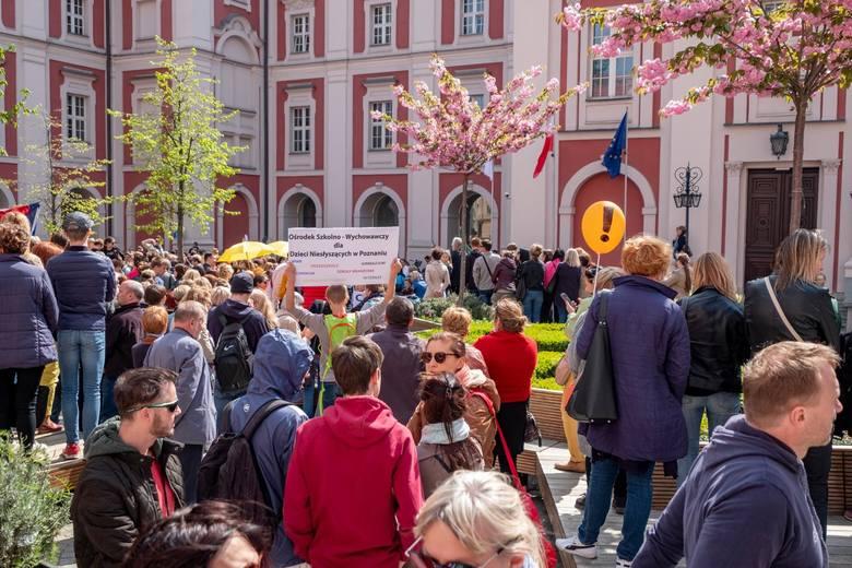 W Poznaniu tendencje strajkowe są bardzo silne. We wtorek po południu kilkaset nauczycieli przeszło ulicami stolicy Wielkopolski pod urząd miasta. W