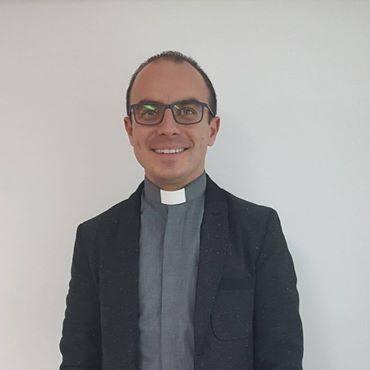 KS. PIOTR KIERPAL, Nauczyciel klas IV-VIIIUczy lekcji religii od 3 lat. Stara się przekazywać młodzieży wiedzę. Nie narzuca natomiast obowiązków w związku