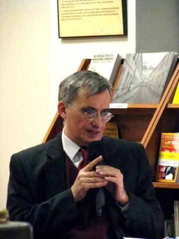 JACEK BARTYZEL. Profesor Uniwersytetu im. Mikołaja Kopernika w Toruniu, konserwatysta, członek honorowy Organizacji Monarchistów Polskich, a także autor