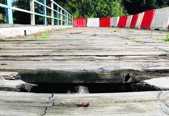 Wybudowany w 1936 r. most obraca się wokół własnej osi. Ze względu na fatalny stan desek, nie można z niego korzystać.