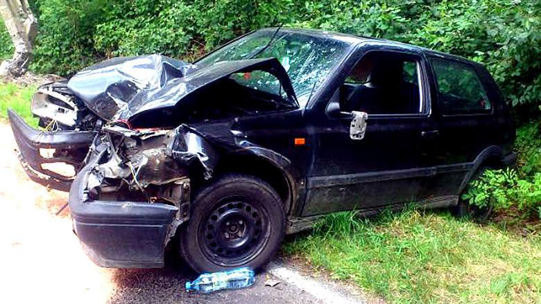 Ten wypadek spowodował pijany kierowca w Grudku nad Dunajcem. Volkswagen 29-latka zderzył się ze skodą. Mężczyzna miał cztery promile alkoholu, a na