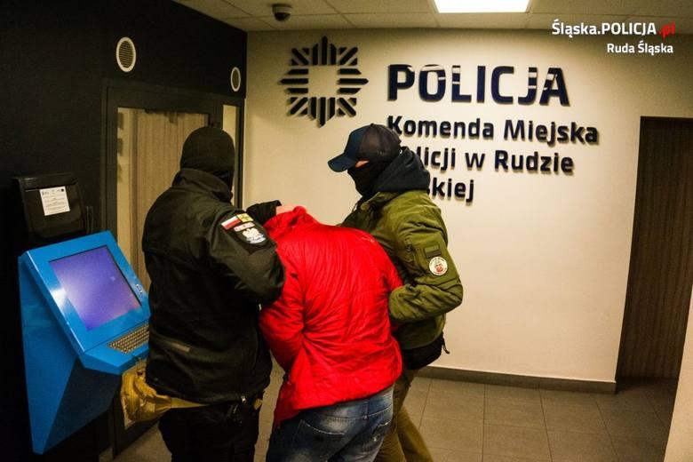 Policjanci z Rudy Śląskiej zatrzymali mężczyznę, który pobił i dwukrotnie ugodził nożem swoją byłą dziewczynę