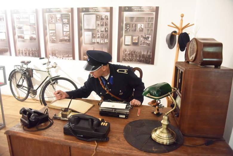 """Wystawa """"100-lecie powołania Polskiej Policji"""" będzie dostępna dla odwiedzających Muzeum Ziemi Lubuskiej do 29 września"""