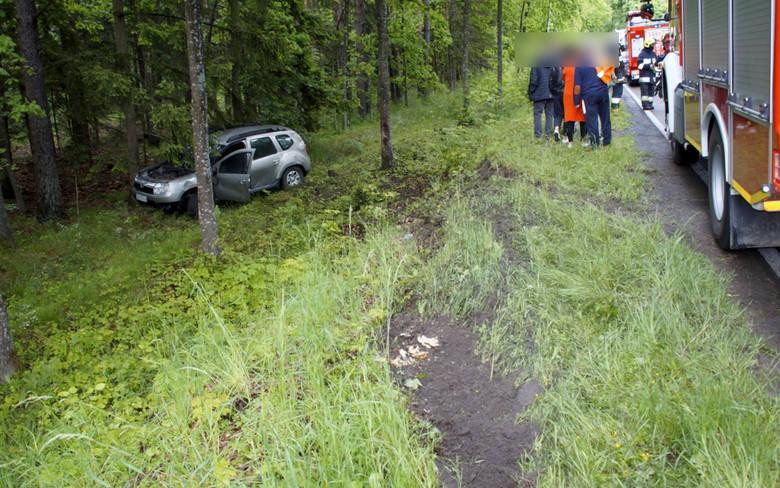 W piątek (05.06) na drodze niedaleko Kępic kierujący terenowym suwem wjechał do rowu. Na szczęście w zdarzeniu, nikomu nic się nie stało. Na miejscu