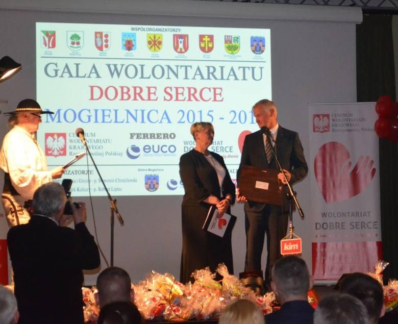 VI Galę Wolontariatu w Miejsko-Gminnym Ośrodku Kultury w Mogielnicy poprowadzili Urszula Pietrzak i Stanisław Jaskułka.