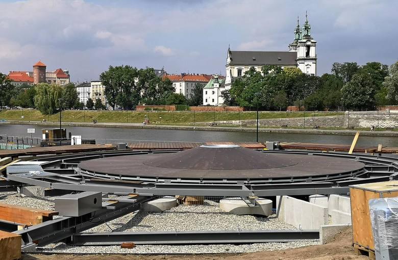 Kraków. Platforma pod balon widokowy prawie gotowa [ZDJĘCIA]