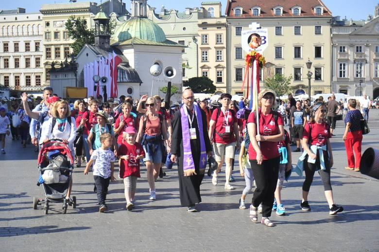 40. Piesza Pielgrzymka Krakowska na Jasną Górę. Wierni chcą iść na krakowską pielgrzymkę, ale z powodu pandemii wprowadzono ograniczenia