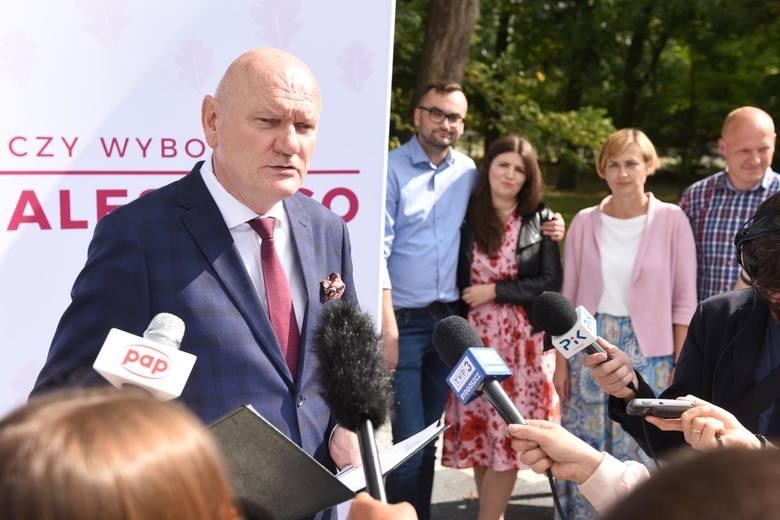 Michał Zaleski jest gospodarzem tego gabinetu prezydenta miasta od 2002 roku. Za miesiąc torunianie zdecydują, czy pozostanie w nim na piątą kadencj