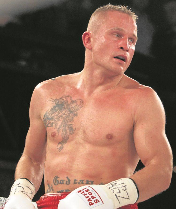 37-latek (waga półciężka) ma za sobą bogatą karierę na ringu amatorskim. Był mistrzem Polski seniorów i młodzieżowców. Na zawodowym ringu od 2008 roku.