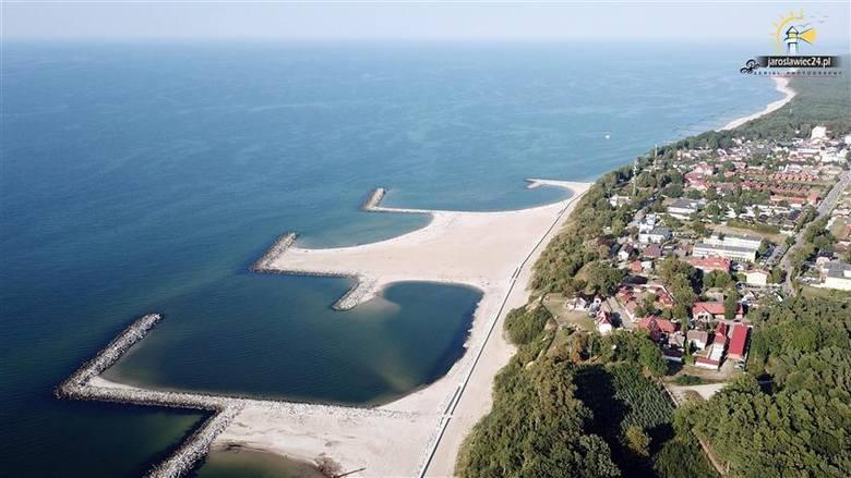 Przedstawiamy kolejne ciekawe zdjęcia Jarosławca (gmina Postomino) i największej sztucznej plaży w Polsce, które opublikował portal jaroslawiec24.pl.Przypomnijmy,
