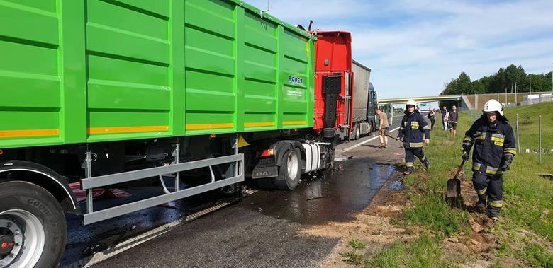 Choroszcz: Karambol na trasie ekspresowej S8 Warszawa - Białystok. Zderzyły się cztery pojazdy [ZDJĘCIA]