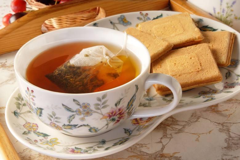 Czarna herbata wspomaga utrzymanie szczupłej sylwetki poprzez korzystny wpływ na mikroflorę jelitowa i ograniczanie wykorzystania energii z tłuszczu